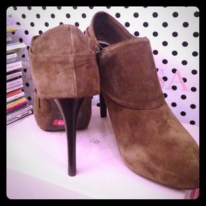 Fergie Shoes - NEW Taupe Pumps 10