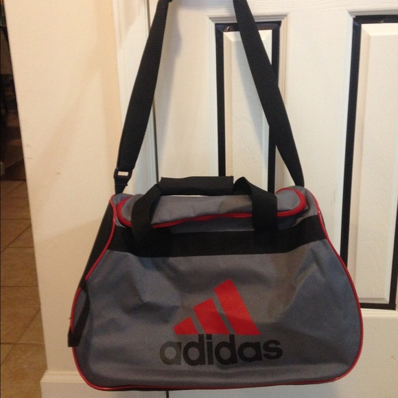 PRICE DROP  14 ADIDAS DUFFLE BAG 1d00a848e66de