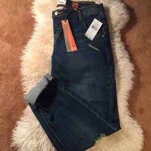 Dittos Denim - Distressed Boyfriend Jeans
