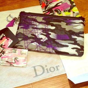 Dior Handbags - 💎💎RARE DIOR REYLE CAMO CLUTCH💎💎