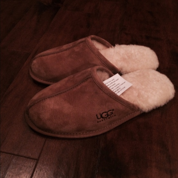 3c8afb2850e Men's UGG scuff slippers NWT