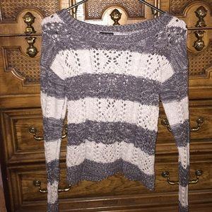 Sweaters - Stylish grey striped sweater!