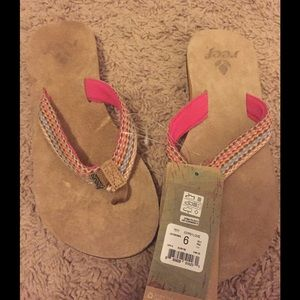 NWT REEF SANDALS