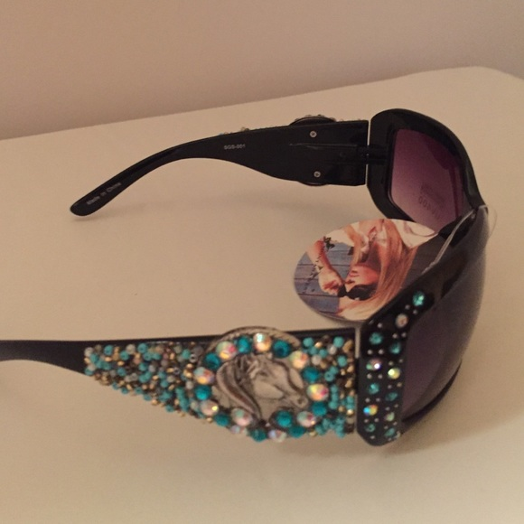 368a79e7f584 NWT Montana West Cowgirl Bling Sunglasses
