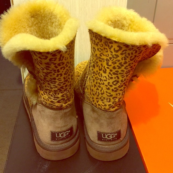 bailey button uggs leopard print