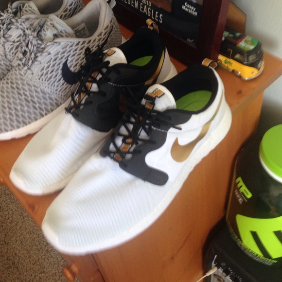 nike roshe hyperfuse gold trophy buyer