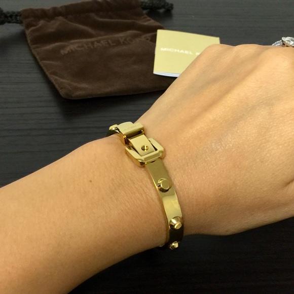 88796333e8ec Buy michael kors gold studded bracelet   OFF54% Discounted