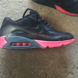 Used pink and black nike air maxes