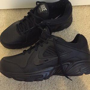 Nike View Iii Walk Slip Resistant Shoes