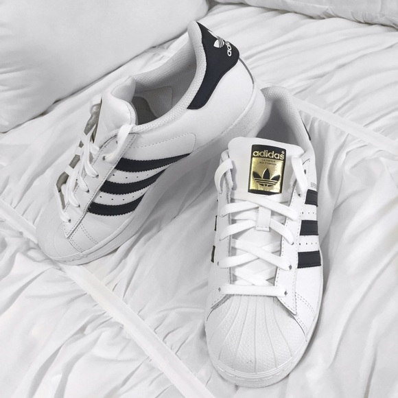 *RESERVED* Adidas Superstar (Women's Size 7)