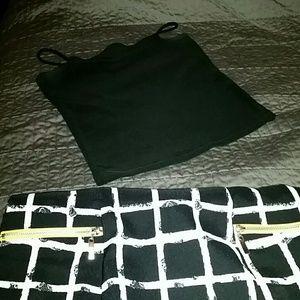 Black crop top w/spaghetti straps 🎈