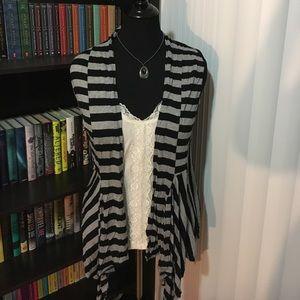 Jackets & Blazers - Sleeveless black and gray cardigan
