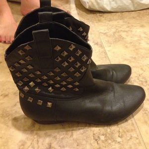 Studded short black leather booties