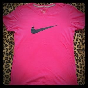 Nike Women's Slim fit Workout Tee