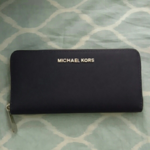 81c0cebf52c8 Michael Kors Jet Set Continental Wallet in Iris