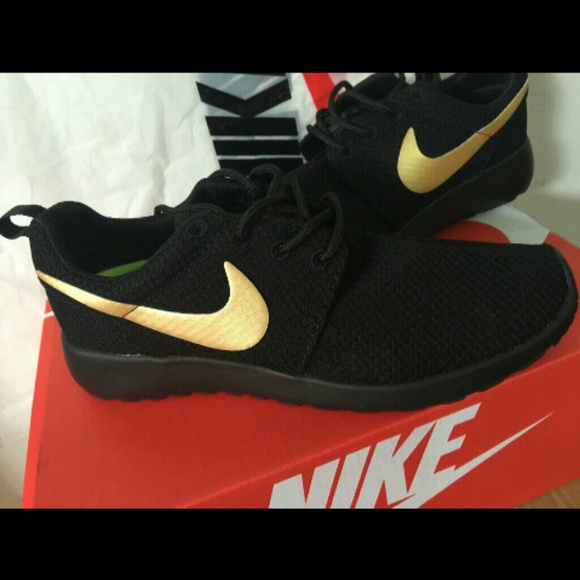 Black gold roshes nwt size 6 5 nike dupes of the nike roshes but you