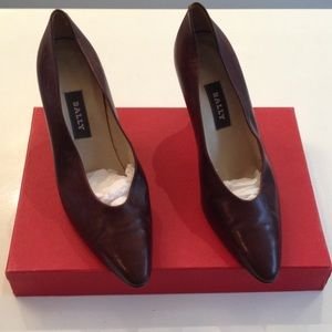 Classic Bally Brown leather pumps