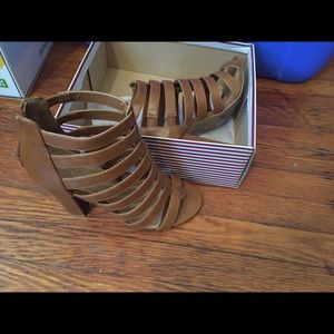 Women's shoes size 8 fits like a 7