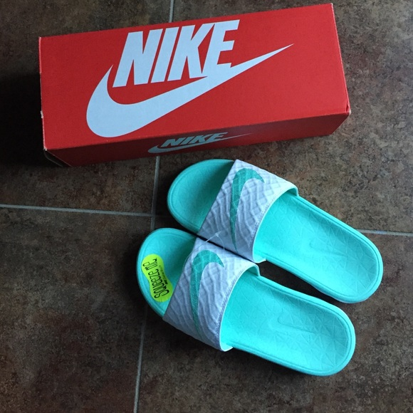 6fad7f68497e NWT Mint and white Nike Sandals