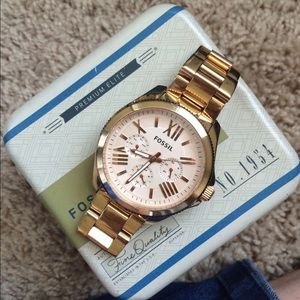 Fossil watch.    Rose gold