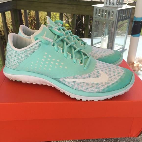 5f2a654068a Like new Women s Nike FS Lite Run 2 Premium. M 5602cb814e67484d6a00e6cc