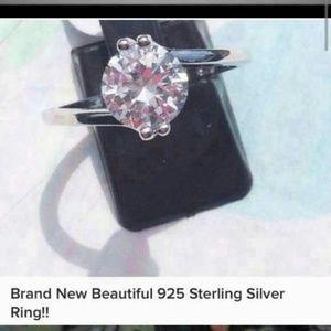 Unknown Jewelry - Brand 🆕 Beautiful Ladies Ring!