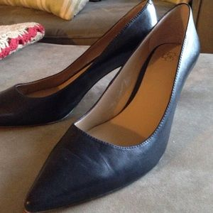 Ann Taylor Navy Pumps Size 9