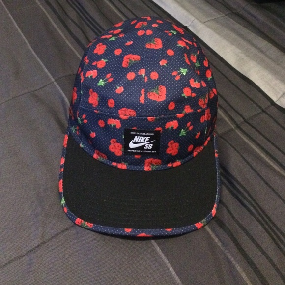 Floral Nike SB 5 panel strapback. M 560344ca44adba3cd10118c8 5f055a3eb3b