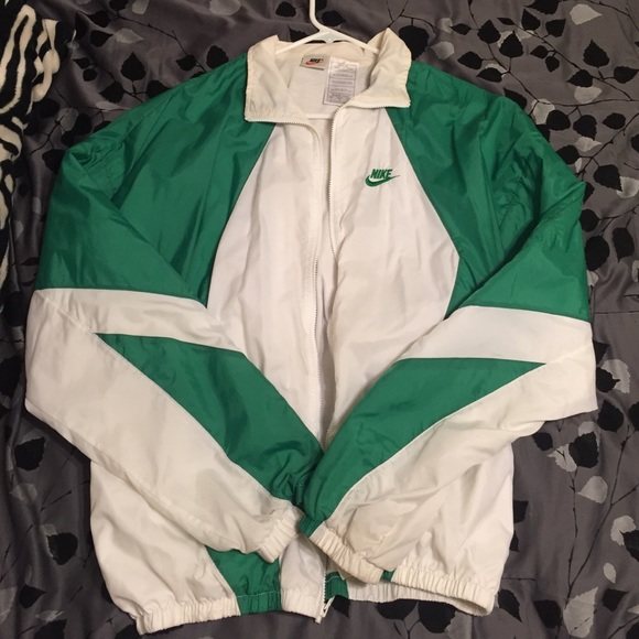 1e058546f4 Green White Nike windbreaker. M 56034a50bf6df54e7b0041bd