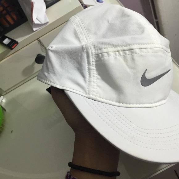 Nike white dri fit cap   hat. M 560356fc9818295e6d004701 def1da17204