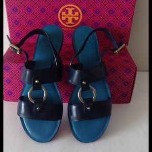 TORY BURCH BLUE FLETCHER LOGO LEATHER SANDALS