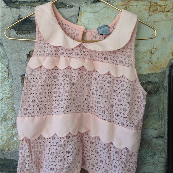 Charlotte Russe Tops - Charlotte Russe PeterPan collar scalloped lace top