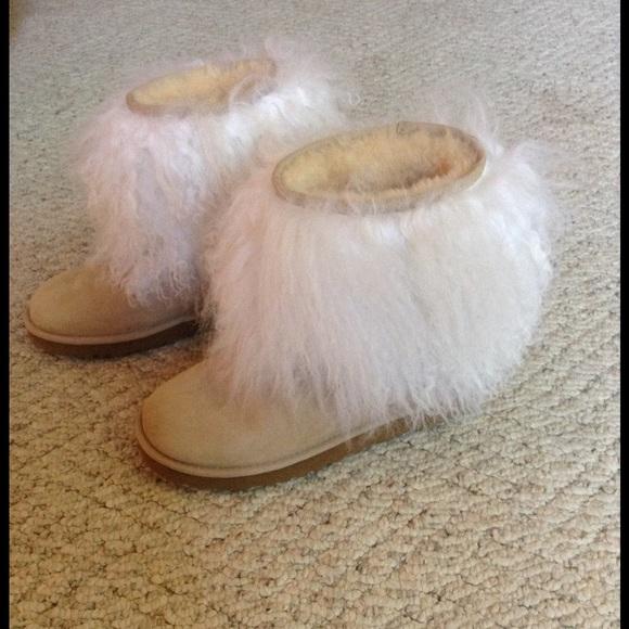 2e8ad53b769 1/2 Never worn sheep hair UGG boots.