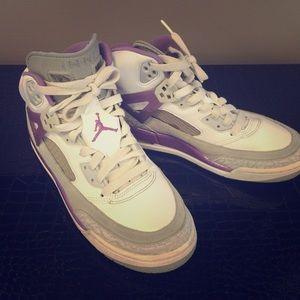 Nike Shoes - Jordans 7Y in White, Purple, and Grey