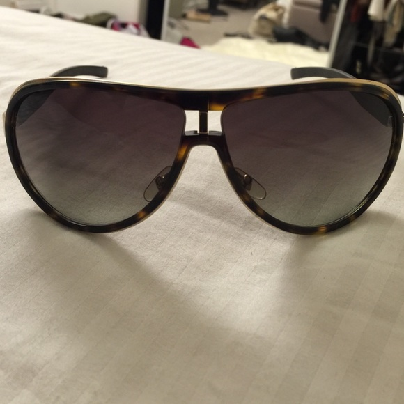 6b12f1f5a94 Gucci Accessories - Authentic Gucci 1566 s aviator sunglasses