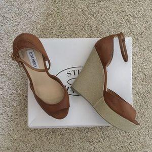 Steve Madden Shoes - 💕 Steve Madden Peep Toe Ankle Strap Wedge Sandals