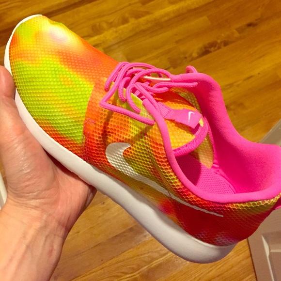best website 118ae e82e7 Nike Roshe size 7 pink orange bright tie dye