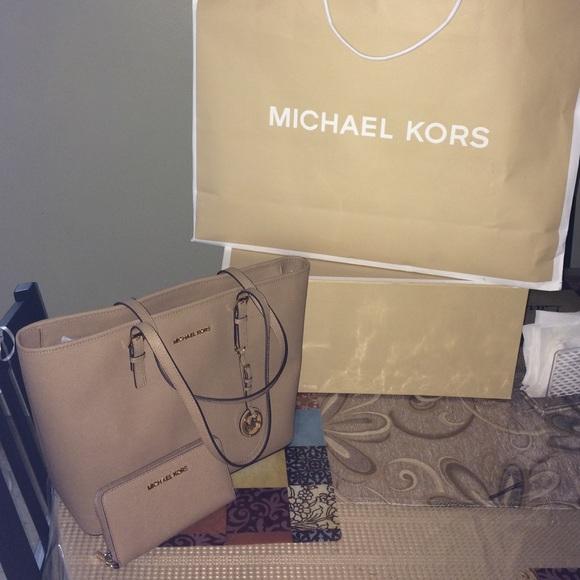 13f4325d9325 Michael Kors Bags | Jet Set Travel Tote Dk Khaki Leather | Poshmark