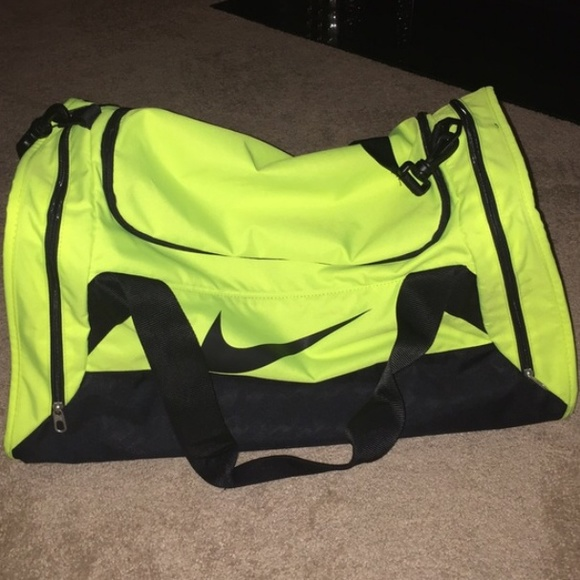 a80c7f46f5 Neon yellow Nike gym bag. M 56059fdaa72265f5bf006535