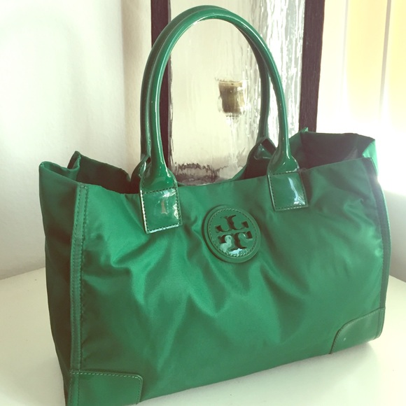 0b06baf508ad Authentic Kelly Green Nylon Medium Tote. M 5605b55ca88e7df05e002afa. Other  Bags you may like. Tory Burch Leather Tote