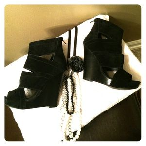 Gorgeous Aldo Suede Wedges!!!