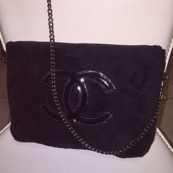 Authentic Chanel VIP Gift bag crossbody 281d822baa08e