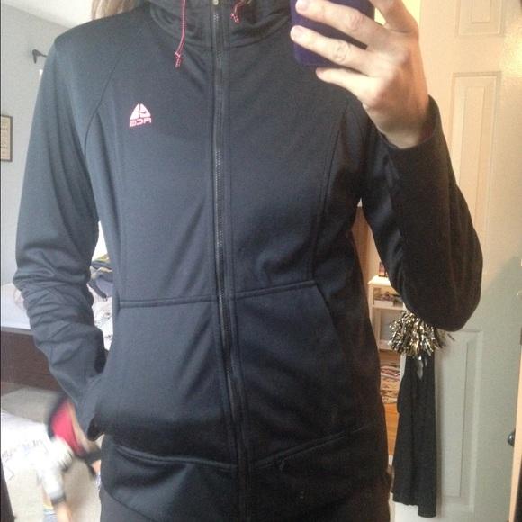 Nike rain resistant jacket   hoodie 282bccb01c76