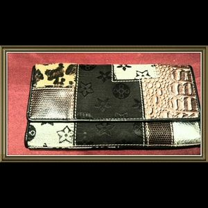 Ladies Wallet Very Spacious Yet Flat Perfect Size