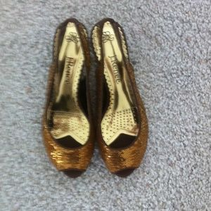 J. Renee gold sequin dress shoe size 7-1/2W