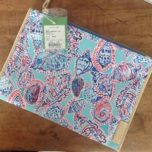 Lilly Pulitzer Handbags - Lilly Pulitzer zip top pouch