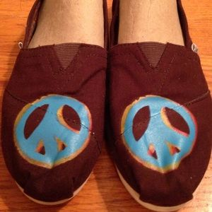 TOMS brown Peace will win flats