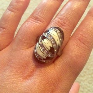 Jewelry - ⚡️CLOSET CLOSING⚡️Vintage Enamel Oval Ring