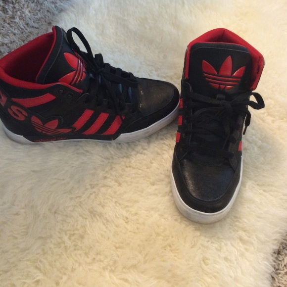Adidas high tops Kids size 6 Fits Woman size 7 1/2