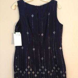 Dresses & Skirts - Perfect Holiday metallic sleeveless cocktail dress